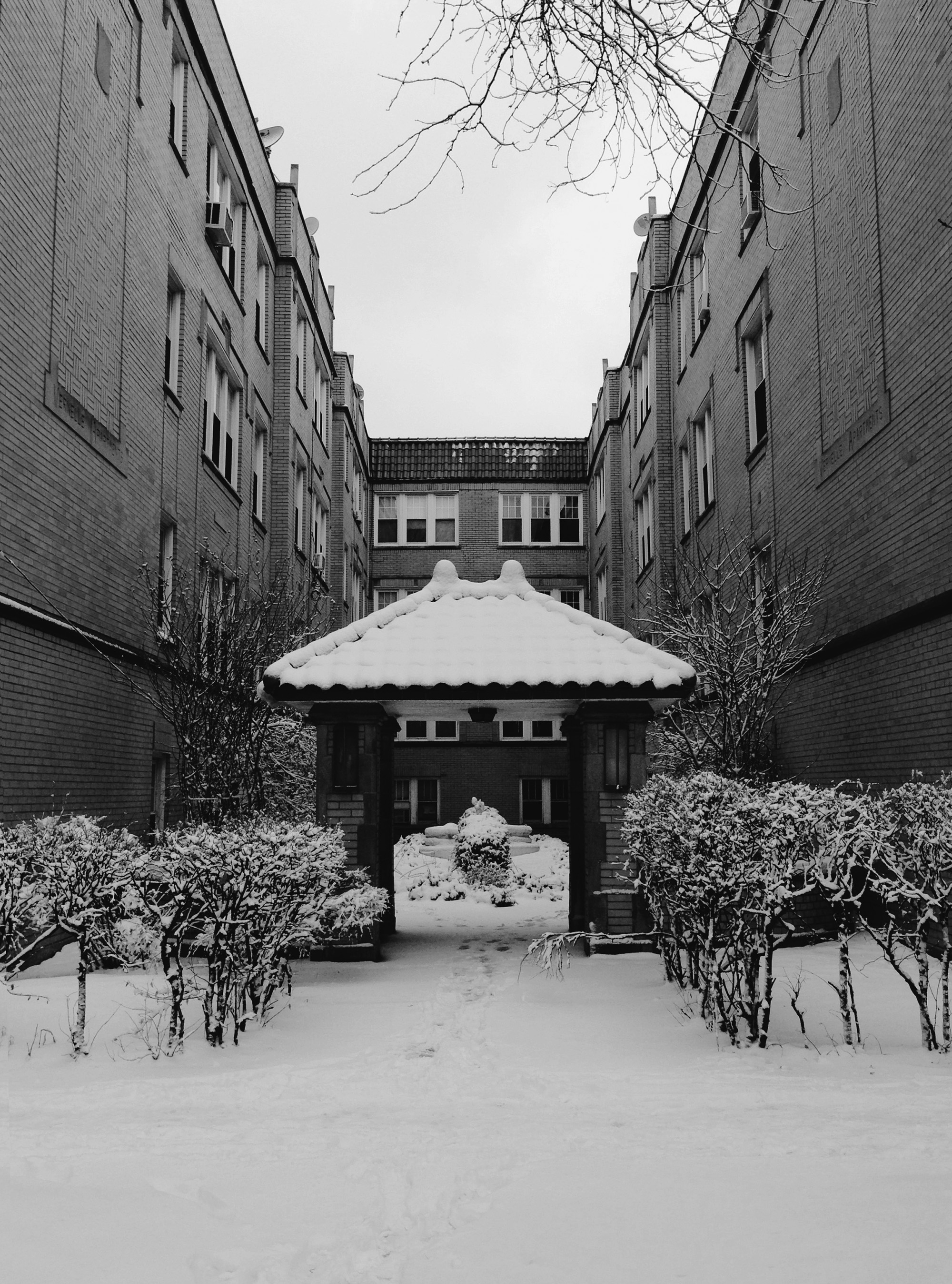 Courtyard apartment in Lincoln Square, Chicago IL